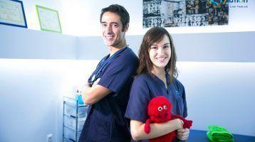 Eva-y-Victor-Servicio-fisioterapia-infantil-Fotos-plantilla-Fisiolution-Las-Tablas